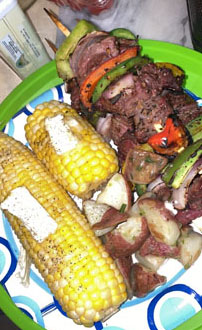 steak kabobs and corn on the cob